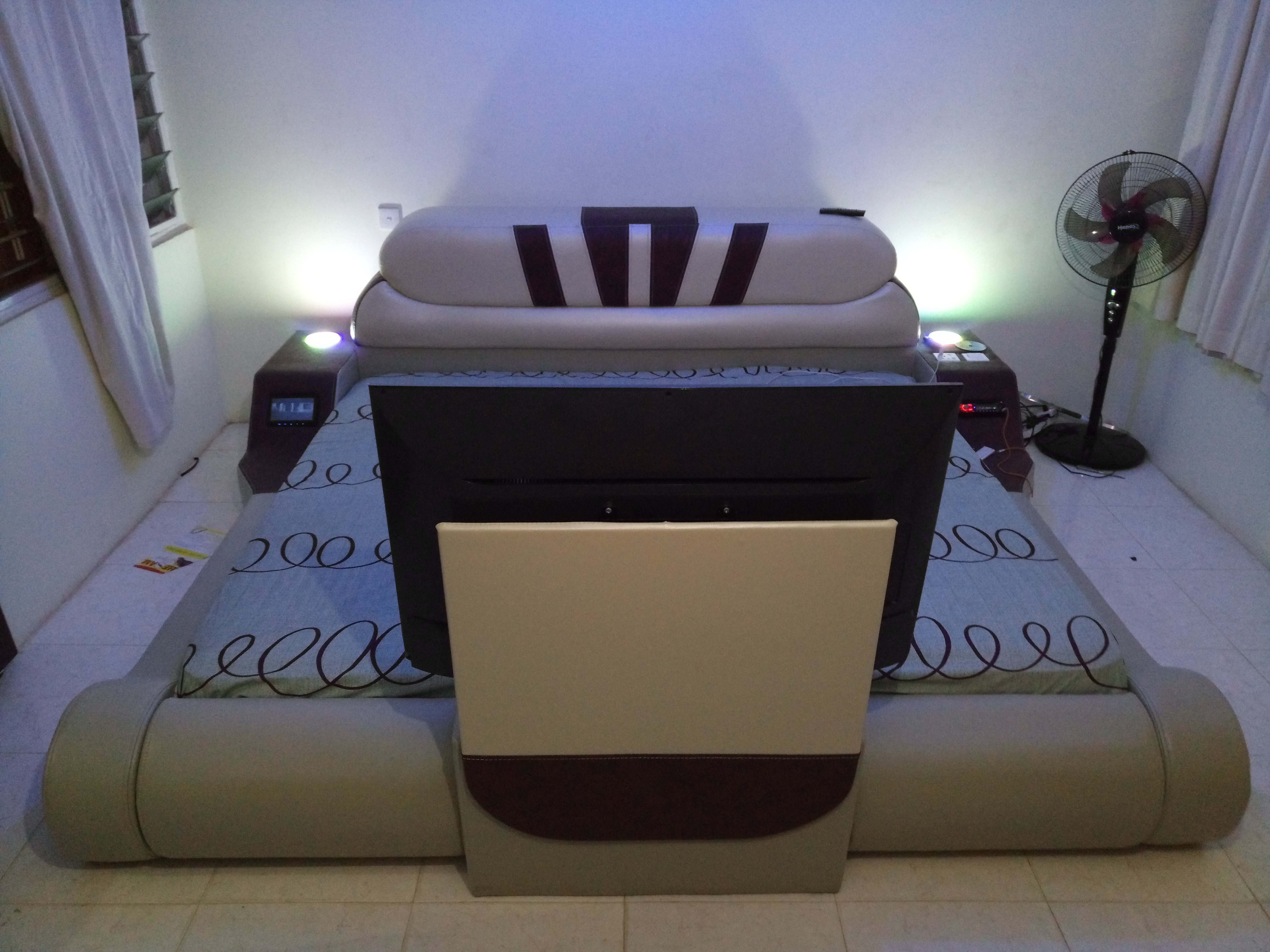 Sofa king size electronic bed powerful song system with monitor, 32 inches digital satellite television, charging system for 2 phones, you can charge your laptop, lighting system, including mattress   You can call +233244210992 or visit   www.oandpcompany.net