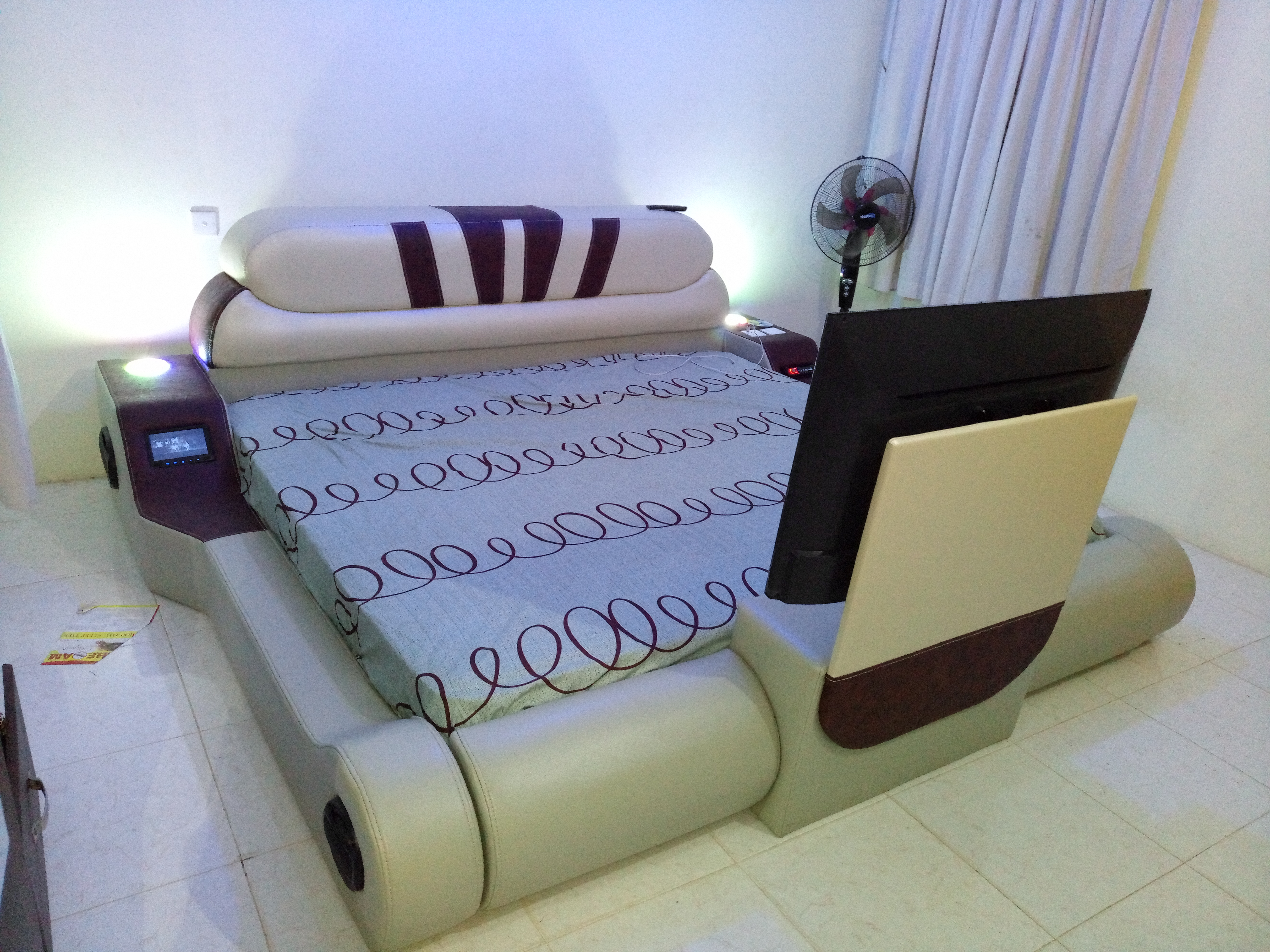 Sofa king size electronic bed powerful song system with monitor, 32 inches digital satellite television, charging system for 2 phones, you can charge your laptop, lighting system, including mattress 